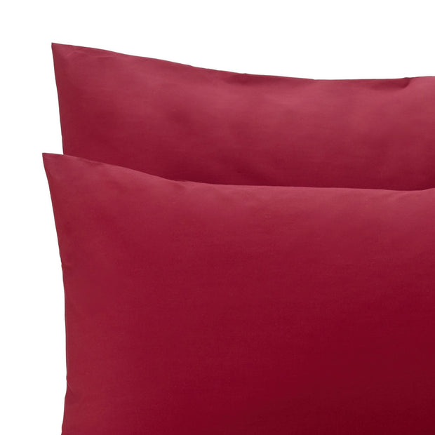 Perpignan pillowcase, ruby red, 100% combed cotton | URBANARA percale bedding