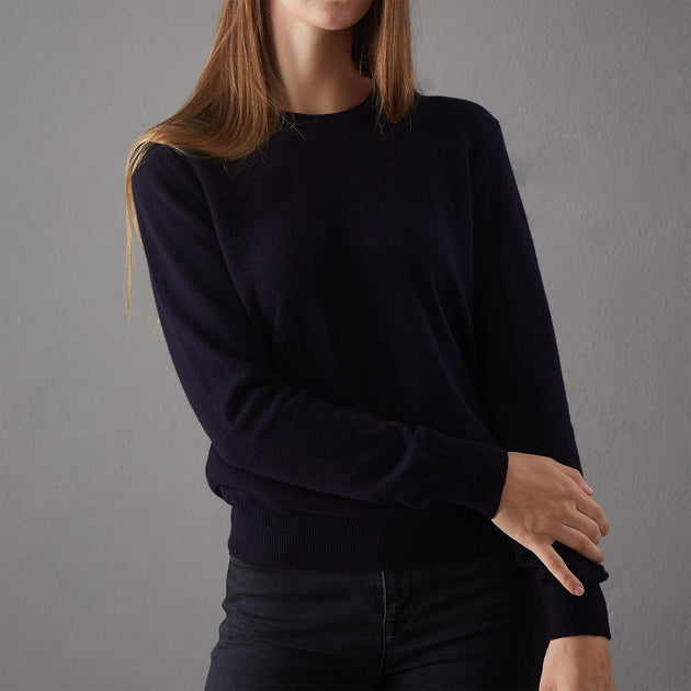 Midnight blue Nora Pullover | Home & Living inspiration | URBANARA