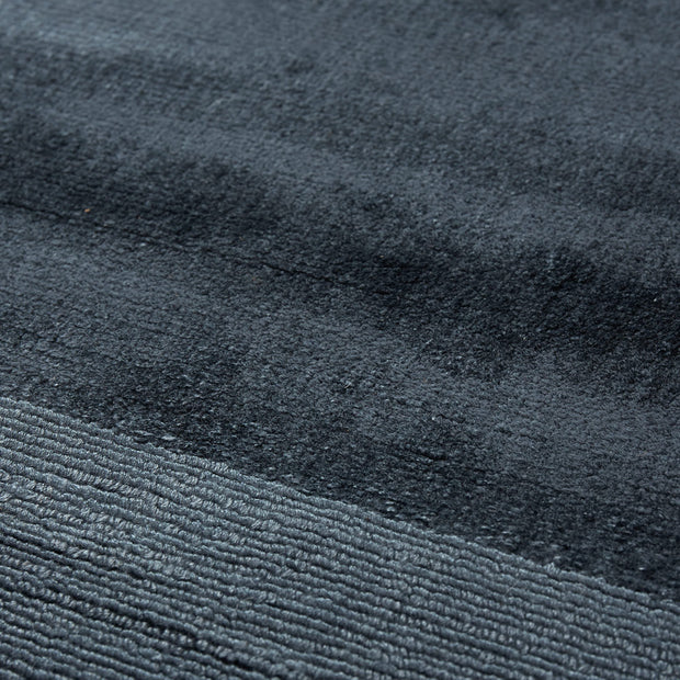 Enns rug in dark blue, 100% viscose |Find the perfect viscose rugs