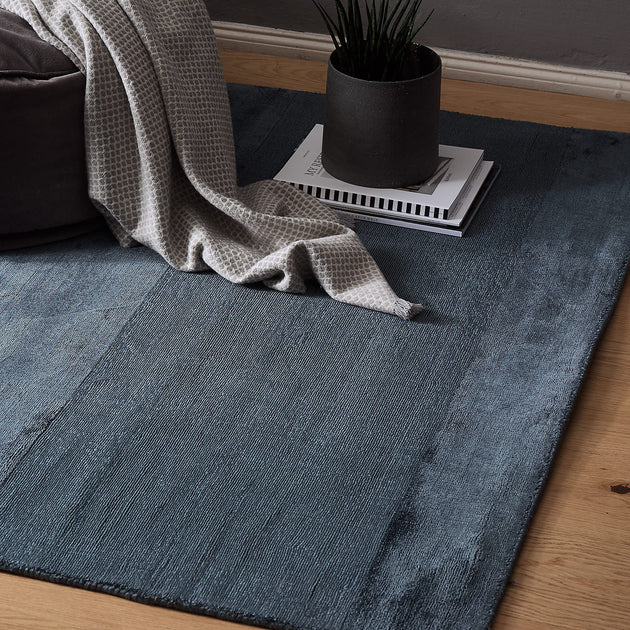 Dark blue Enns Teppich | Home & Living inspiration | URBANARA
