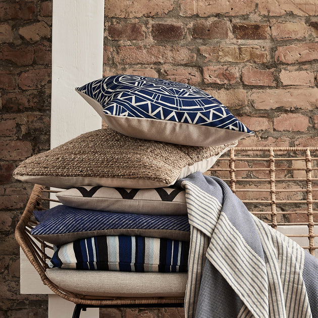 Ultramarine & Natural Annaside Kissenhülle | Home & Living inspiration | URBANARA