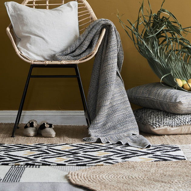 Black & Bright mustard & Natural white Kovalam Läufer | Home & Living inspiration | URBANARA