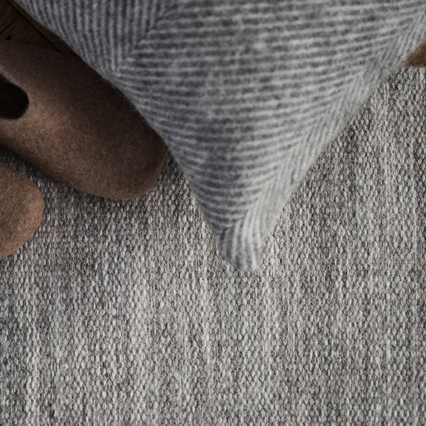 Pugal rug in sandstone melange, 100% wool |Find the perfect wool rugs