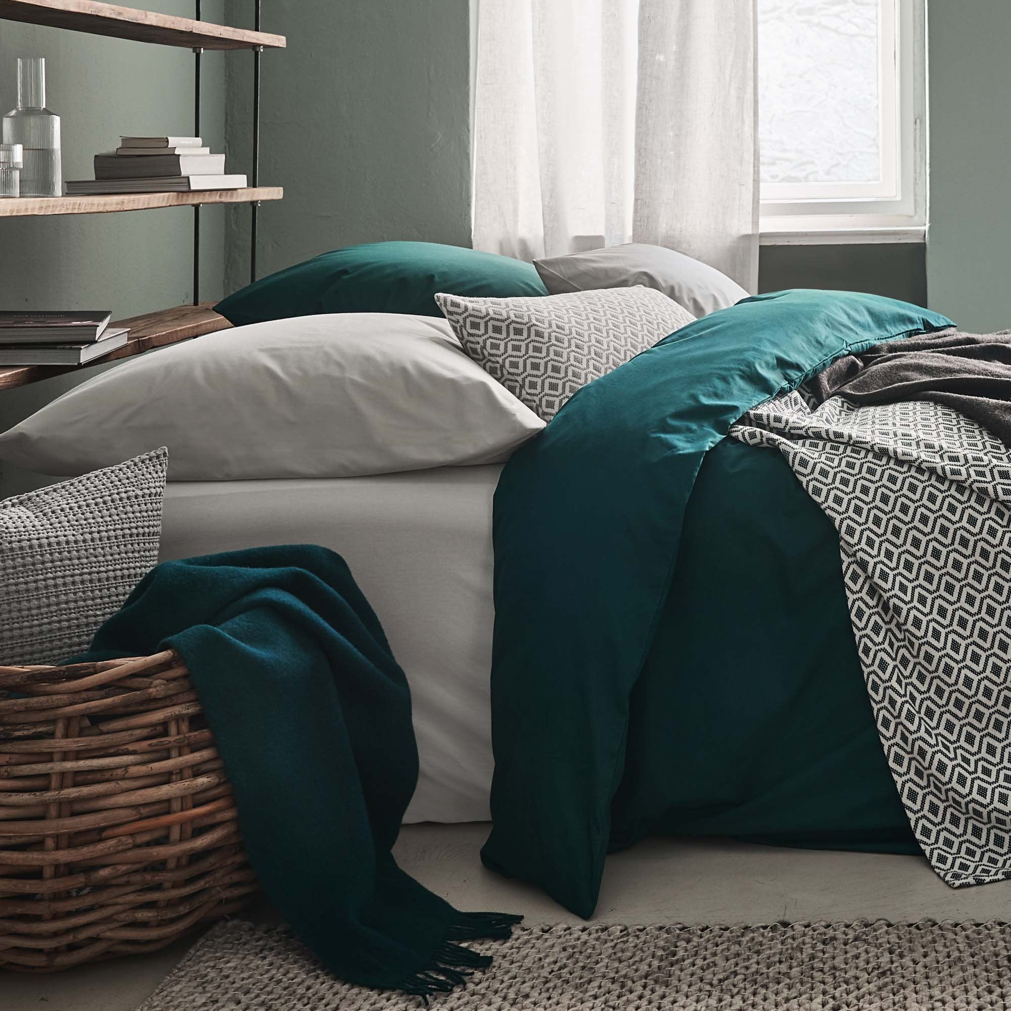 Manteigas Percale Bed Linen in forest green | Home & Living inspiration | URBANARA