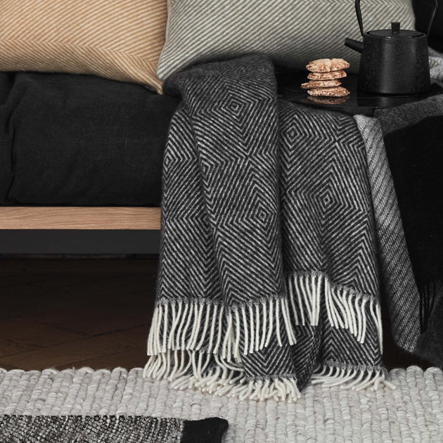 Black & Cream Gotland Decke | Home & Living inspiration | URBANARA