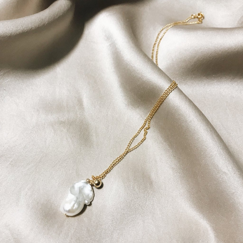 Solitair Pearl Ball Necklace
