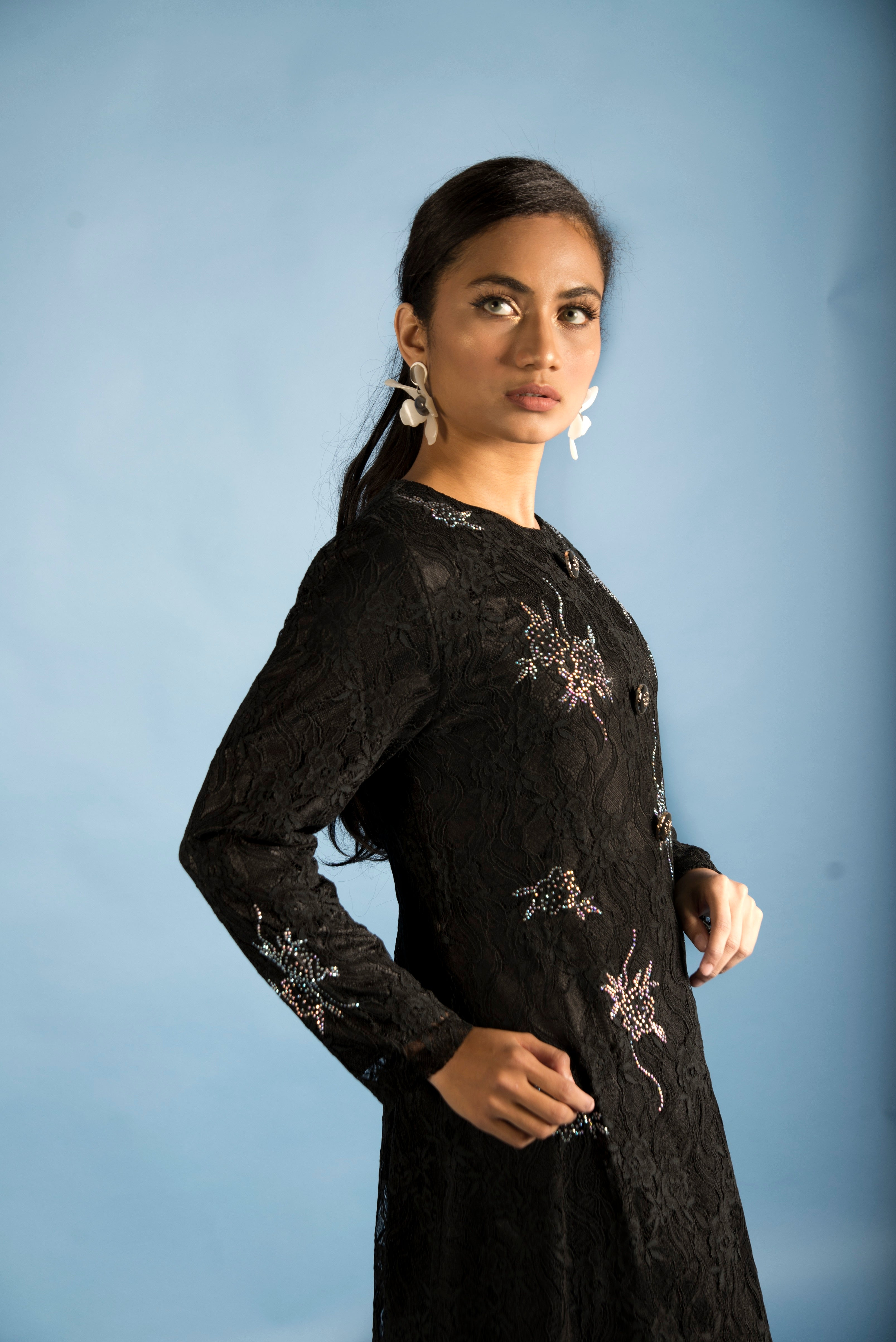 Load image into Gallery viewer, Elegant Black Lace Modern Long Dress with Intricate Stone Work
