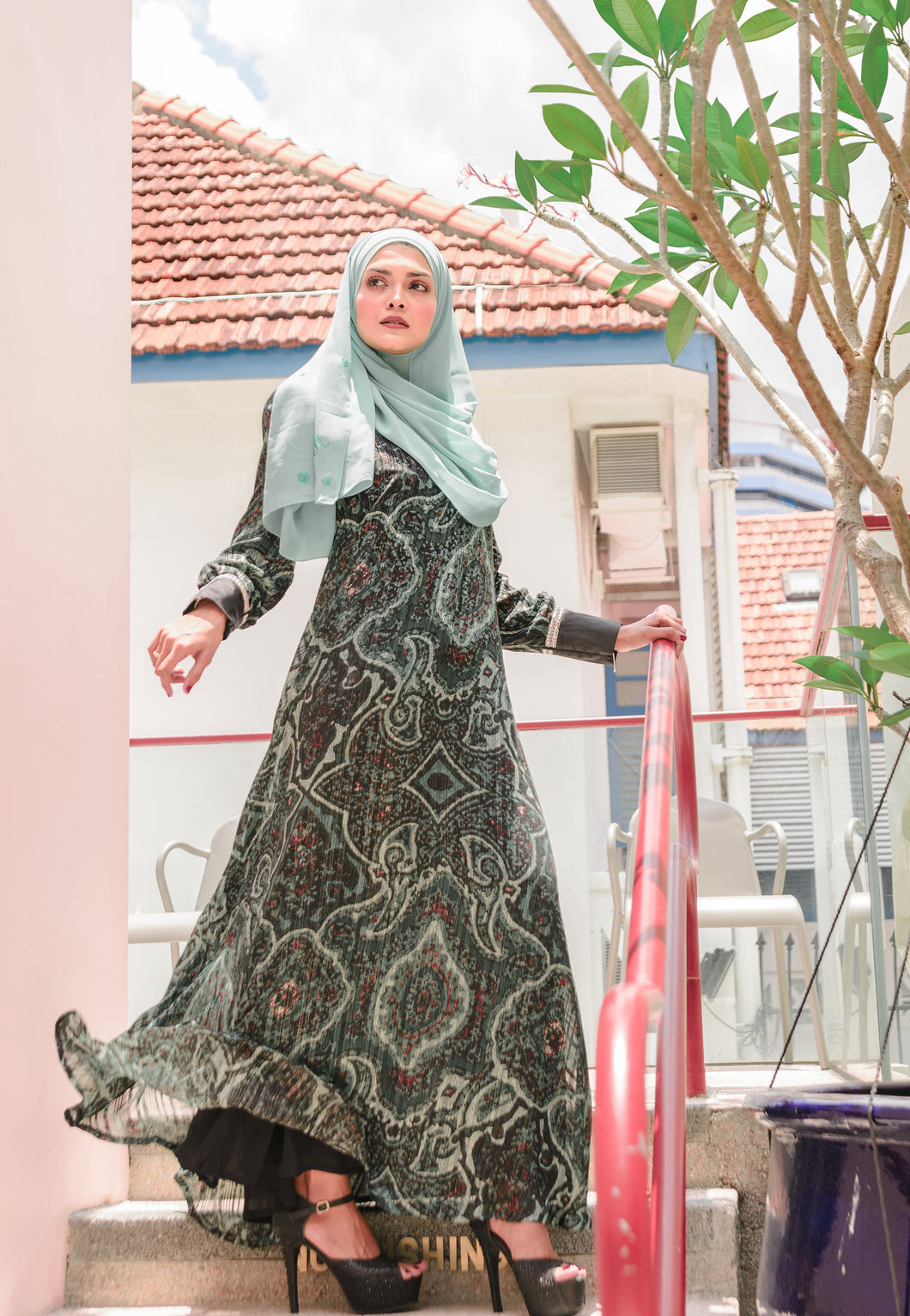 Chiffon Classic Jubah with cuff sleeves and abstract print