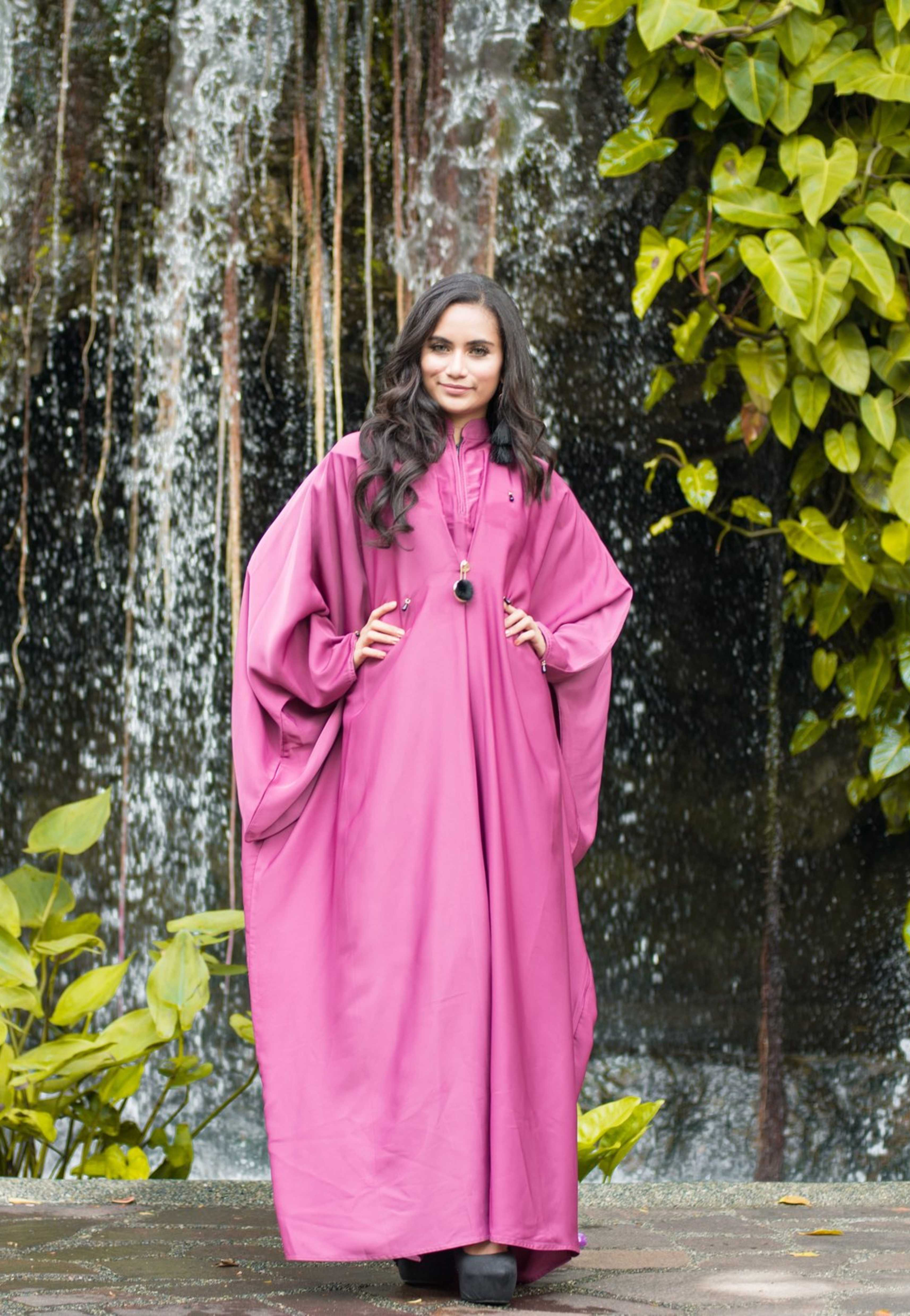 Load image into Gallery viewer, Batwing Sleeves Abaya with Mandarin Collar and Exclusive Brooch