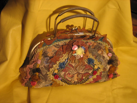 Flower vantage purse with 2 metal handles