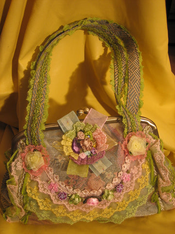 Green/pink vantage purse with 2 cloth handles