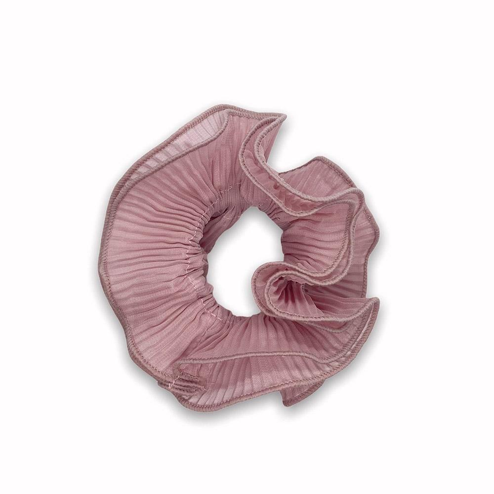 Sia scrunchie is a must have in your accessory collection! It's an oversized scrunchie which creates a puffy look in your hair. Use it in a messy bun or to spice up your ponytail.