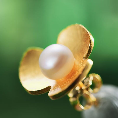 PEARL EARRING - WHAT DO PEARLS SYMBOLIZE?