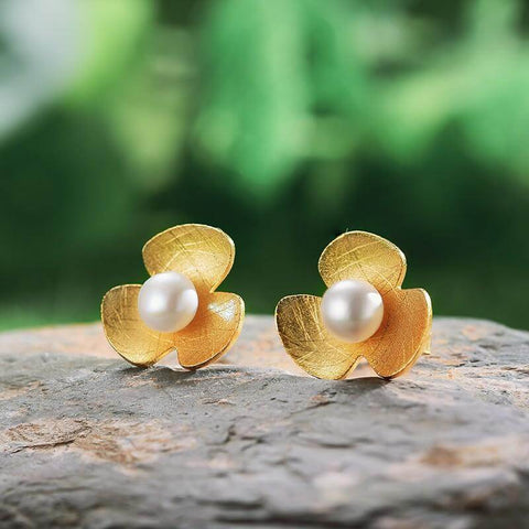 STUD EARRINGS - WHY DO WE LOVE PEARLS? PEAL SYMBOLISM & MEANING