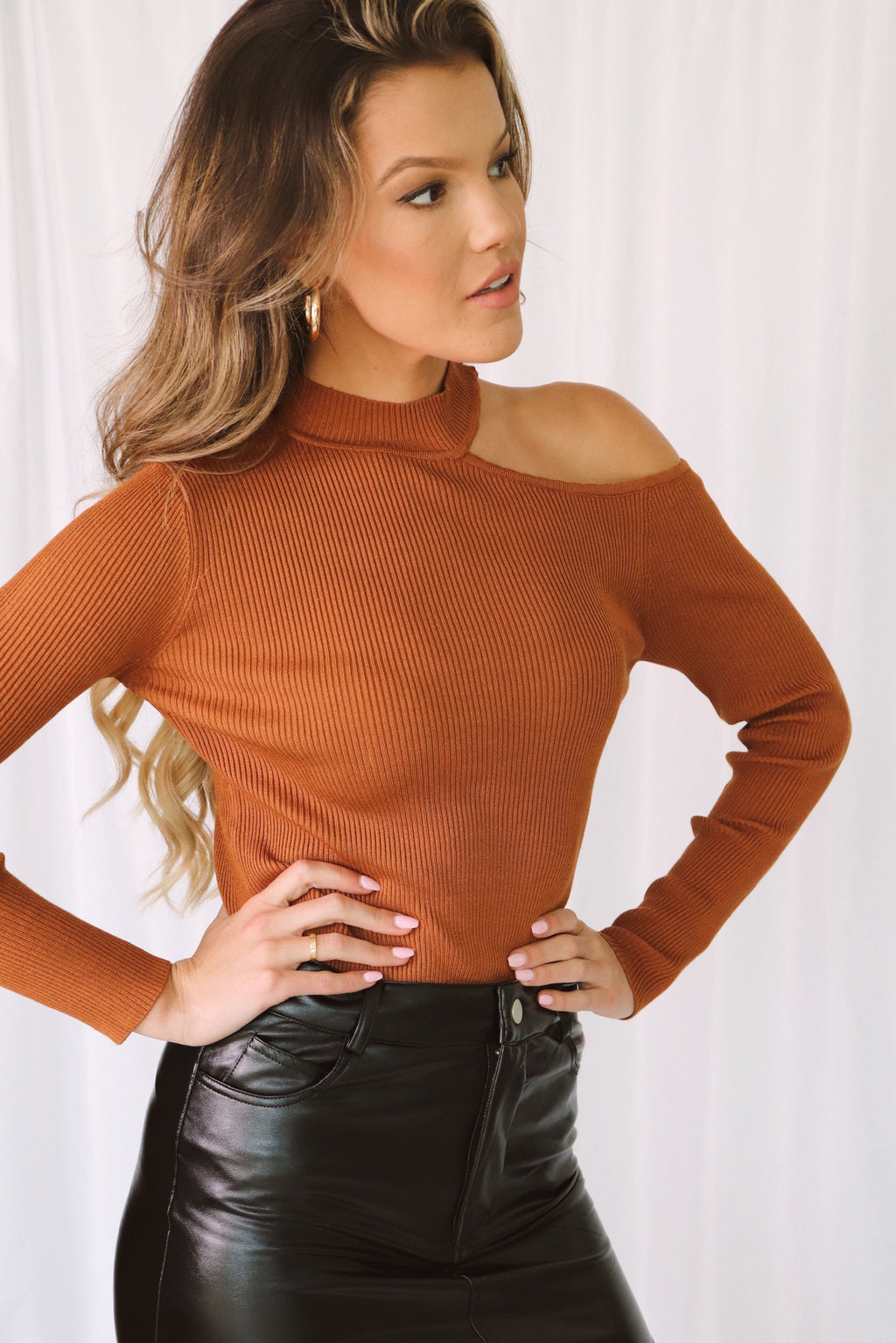 Mia Shoulder Cut Out Top