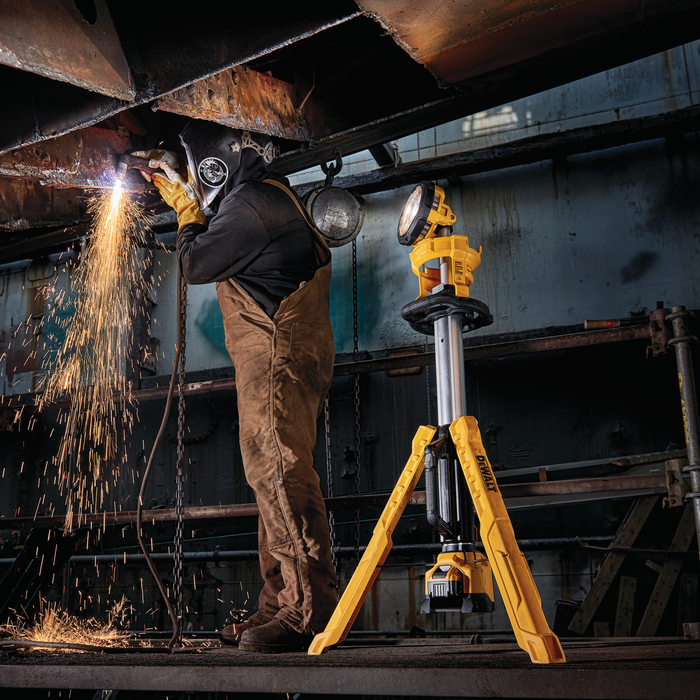 DeWalt DCL079B 20V Max Cordless Tripod Light (Tool Only) Image 2