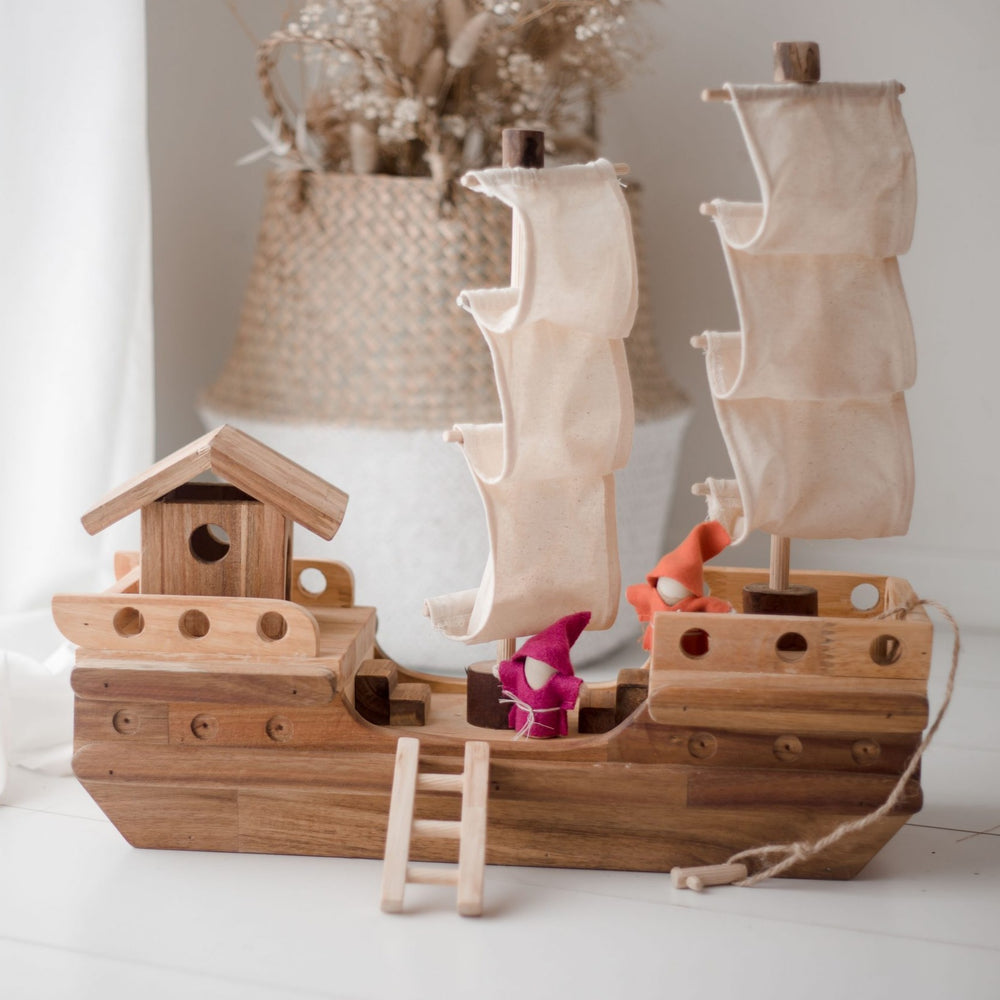 Qtoys - Wooden Pirate Ship
