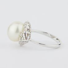 Load image into Gallery viewer, 14kt Diamond and Pearl Ring