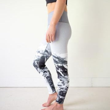 Women's Colorado Threads Ski Hill Yoga Tights in Black and White