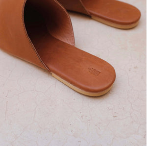 The Lei Studio Slide Vintage Brown Leather