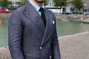 Suit trousers combined with double-breasted linen blazer