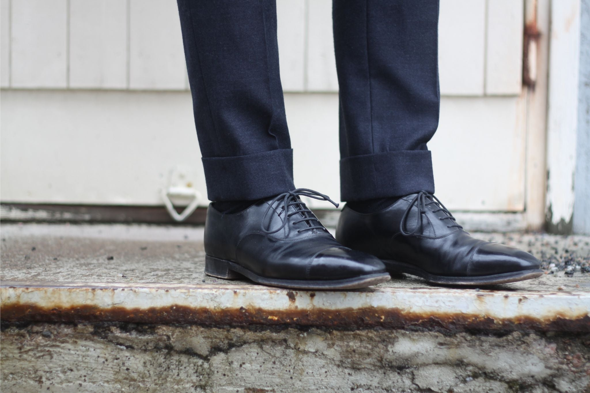 DLA black shoes guide - cap-toe oxfords with gray business suit