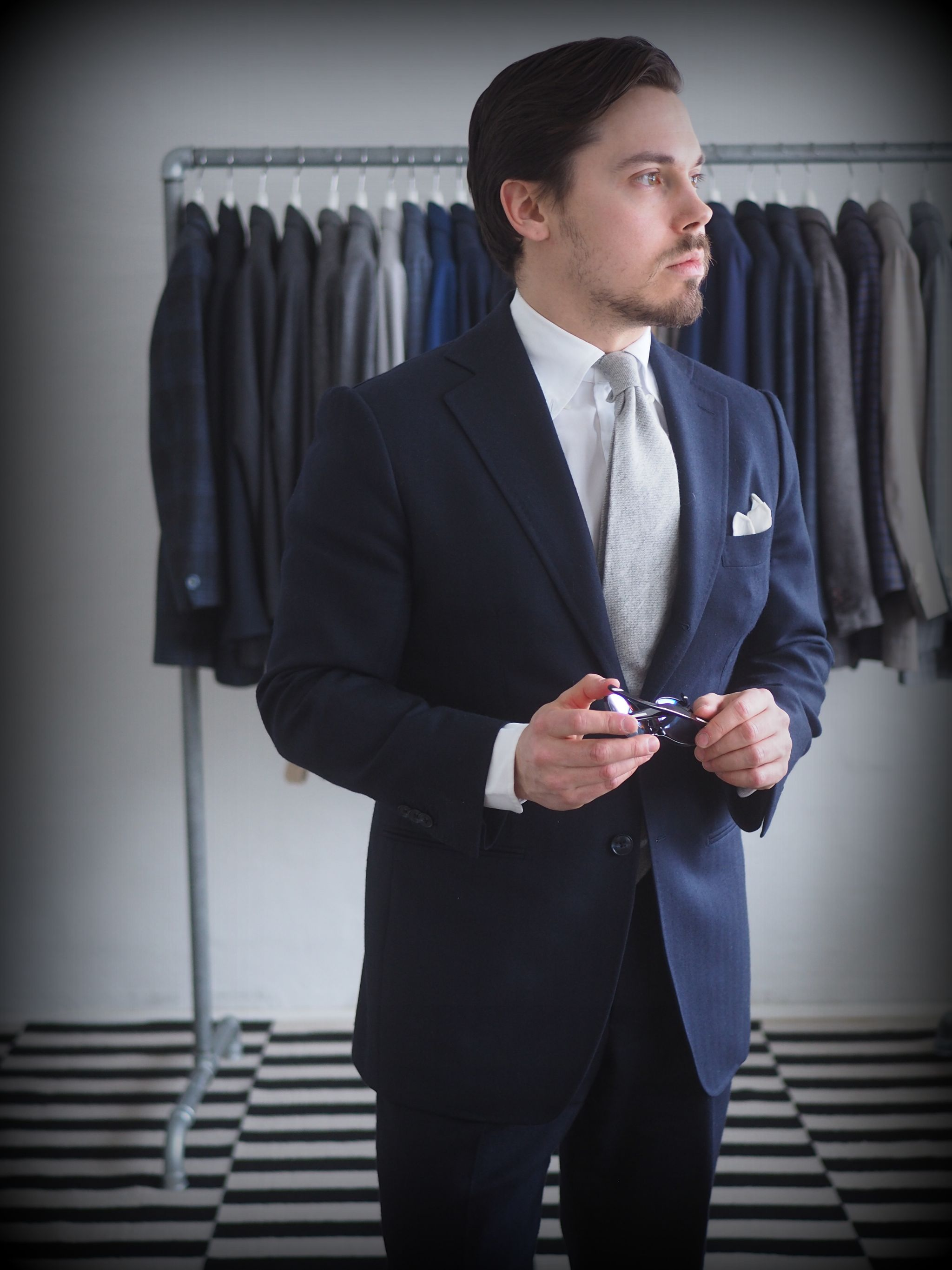 Classic combinations for men - navy blue suit with gray cashmere tie