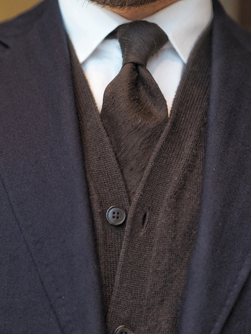 3 different ways to wear the blue suit - Blue-suit-with-cashmere-cardigan-and-brown-cashmere-tie-details