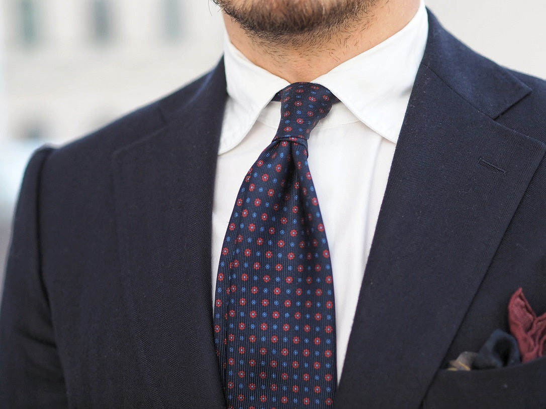 3 different ways to wear the blue suit - Blue-suit-with-floral-print-tie-for-business-wear