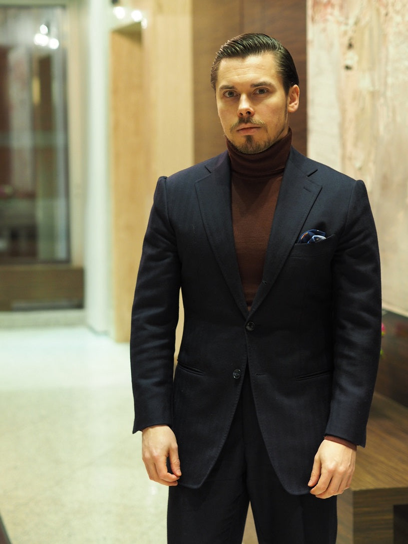 3 different ways to wear the blue suit - Blue-suit-with-roll-neck-sweater-for-casual-business