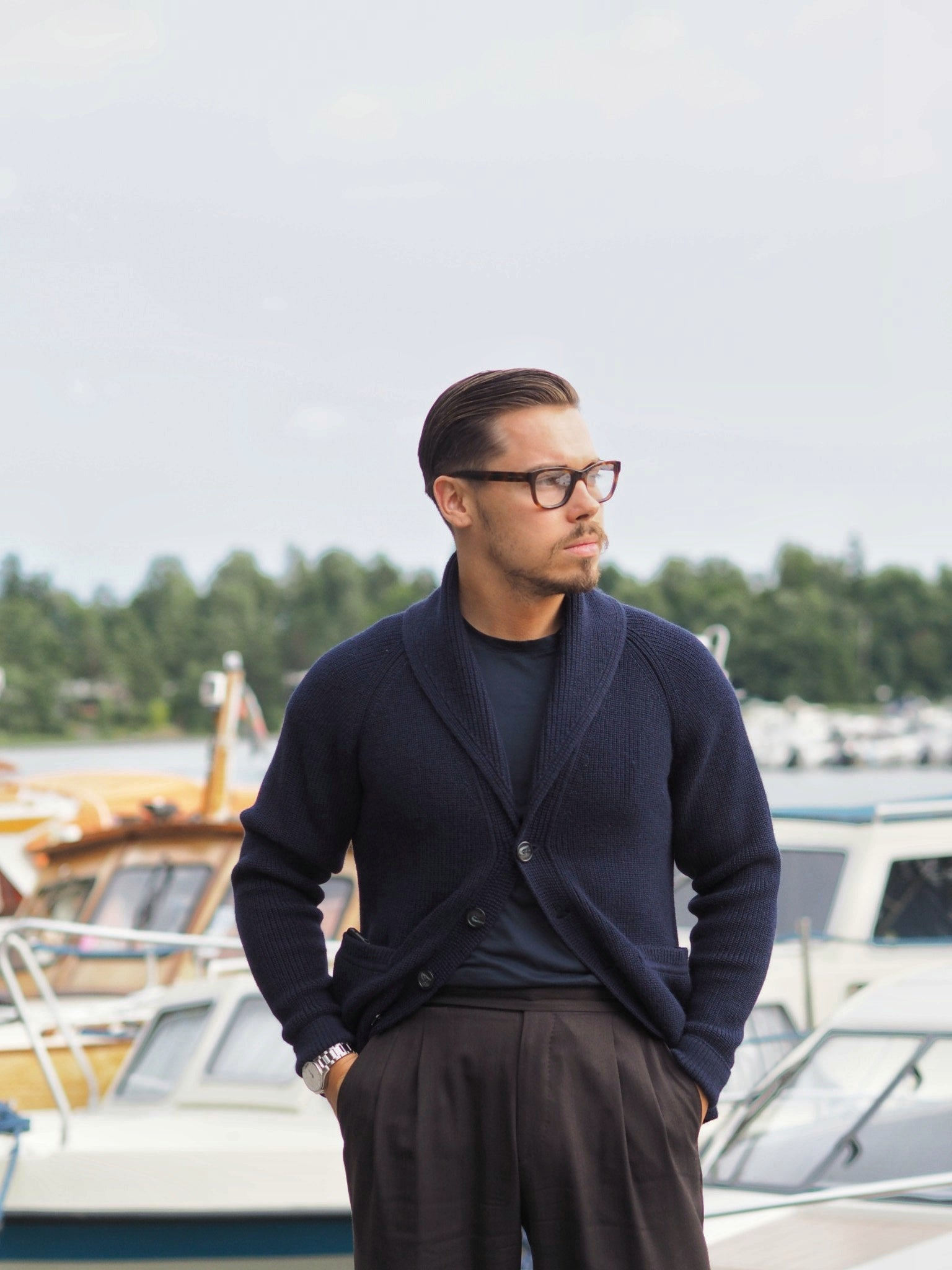 T-shirt with shawl collar cardigan and suit trousers - dress down your business look