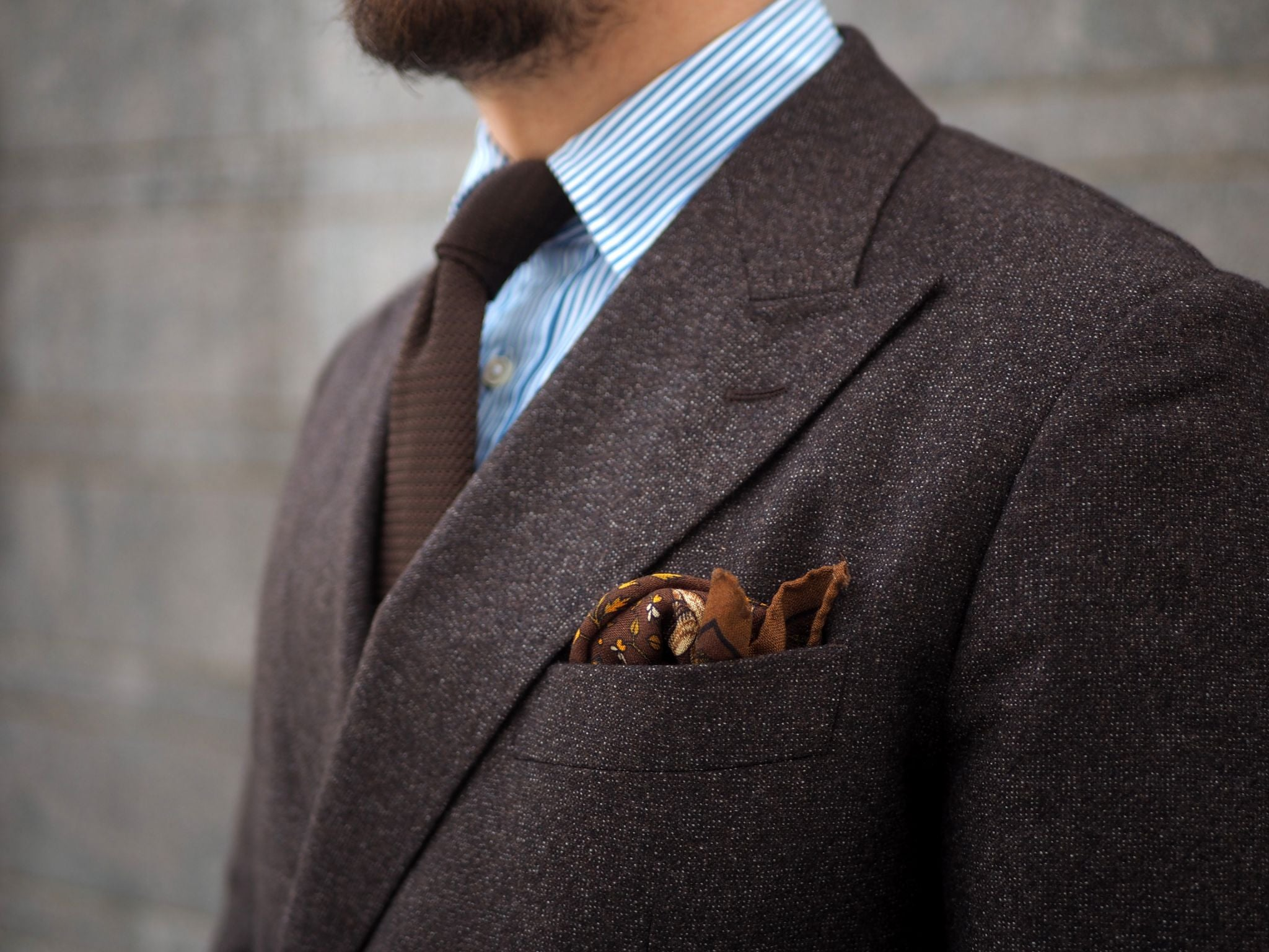 Details - Brown accessories with the brown suit.