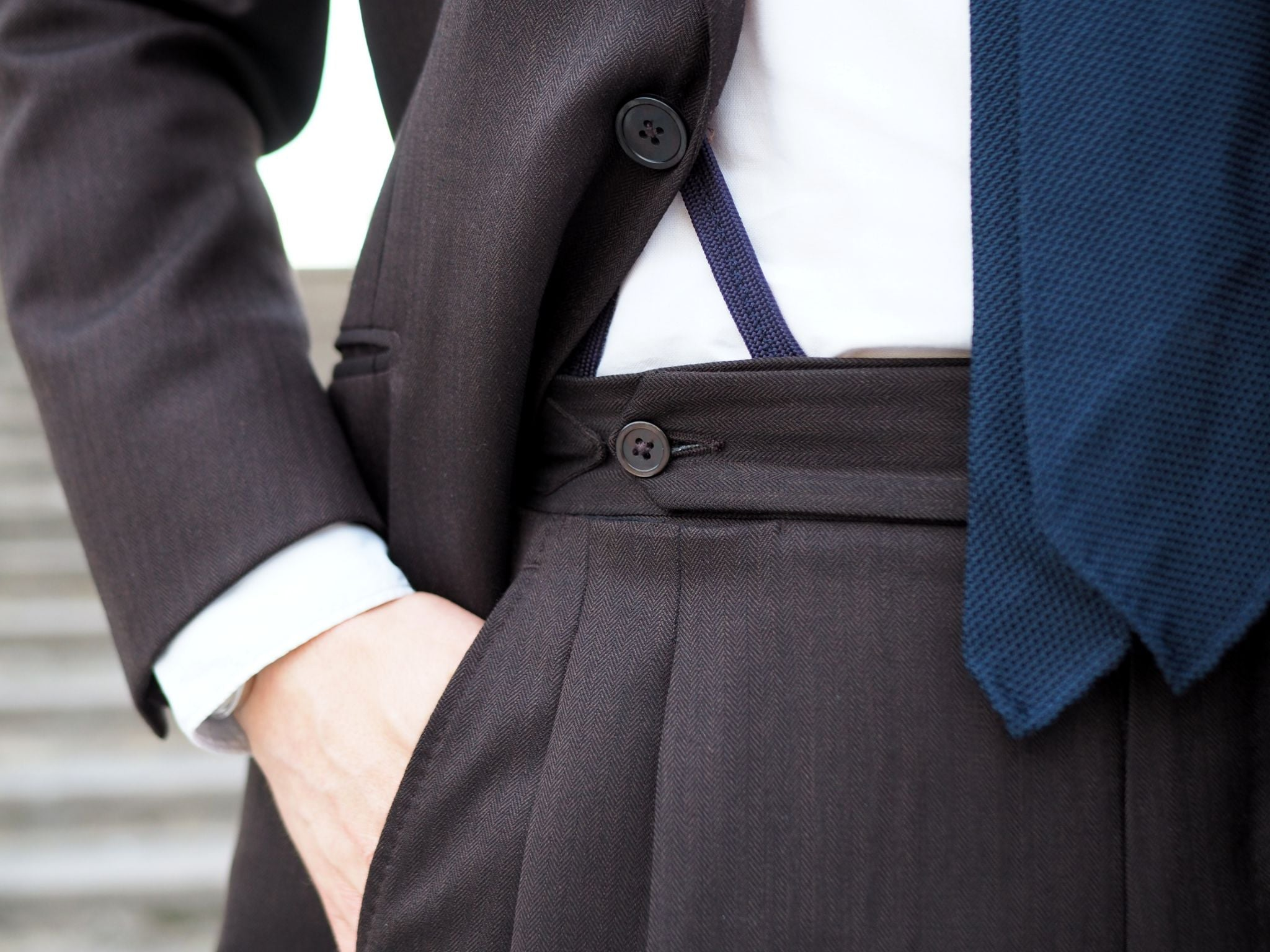 Brown business suit - the details