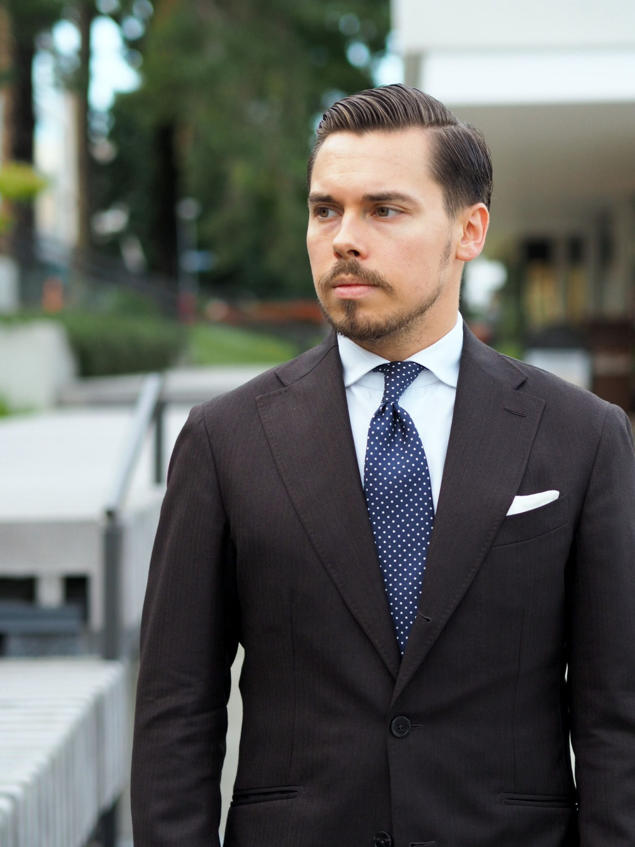 Autumnal business outfits - how to wear the brown herringbone wool suit