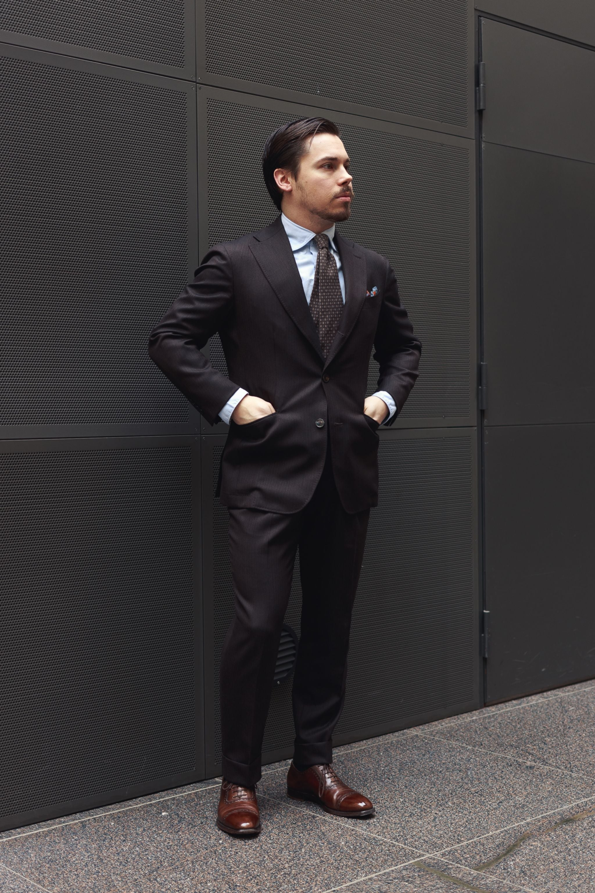 Brown business suit - make your suit more casual with light blue shirt and printed tie.