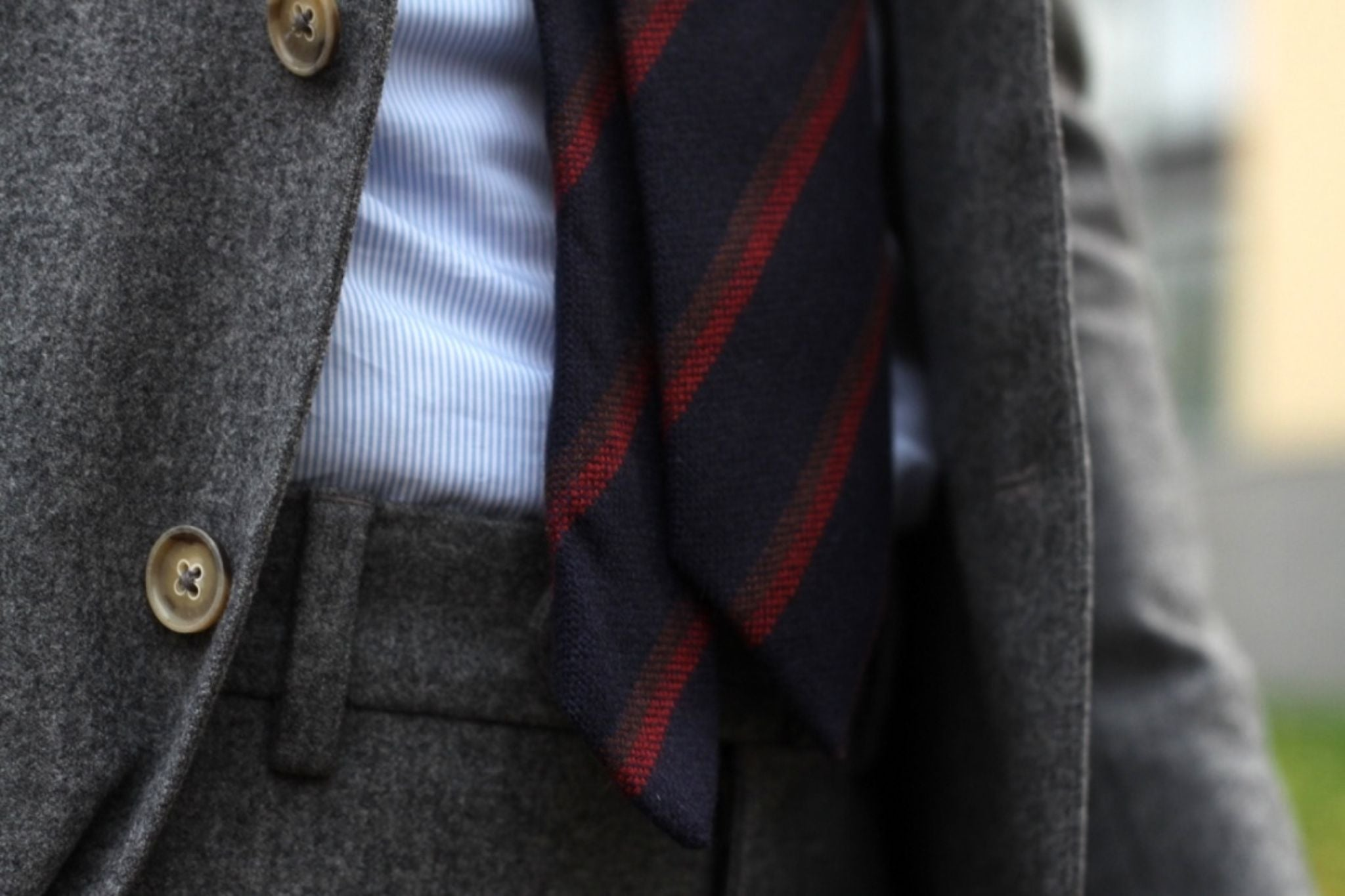 Suit with cashmere tie - Drake's London tie with brown and red stripes