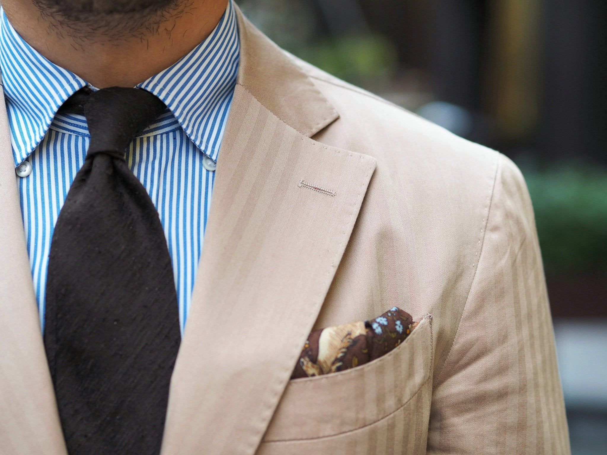 DLA-shantung-tie-and-Drakes-pocket-square-with-solaro-suit-jacket