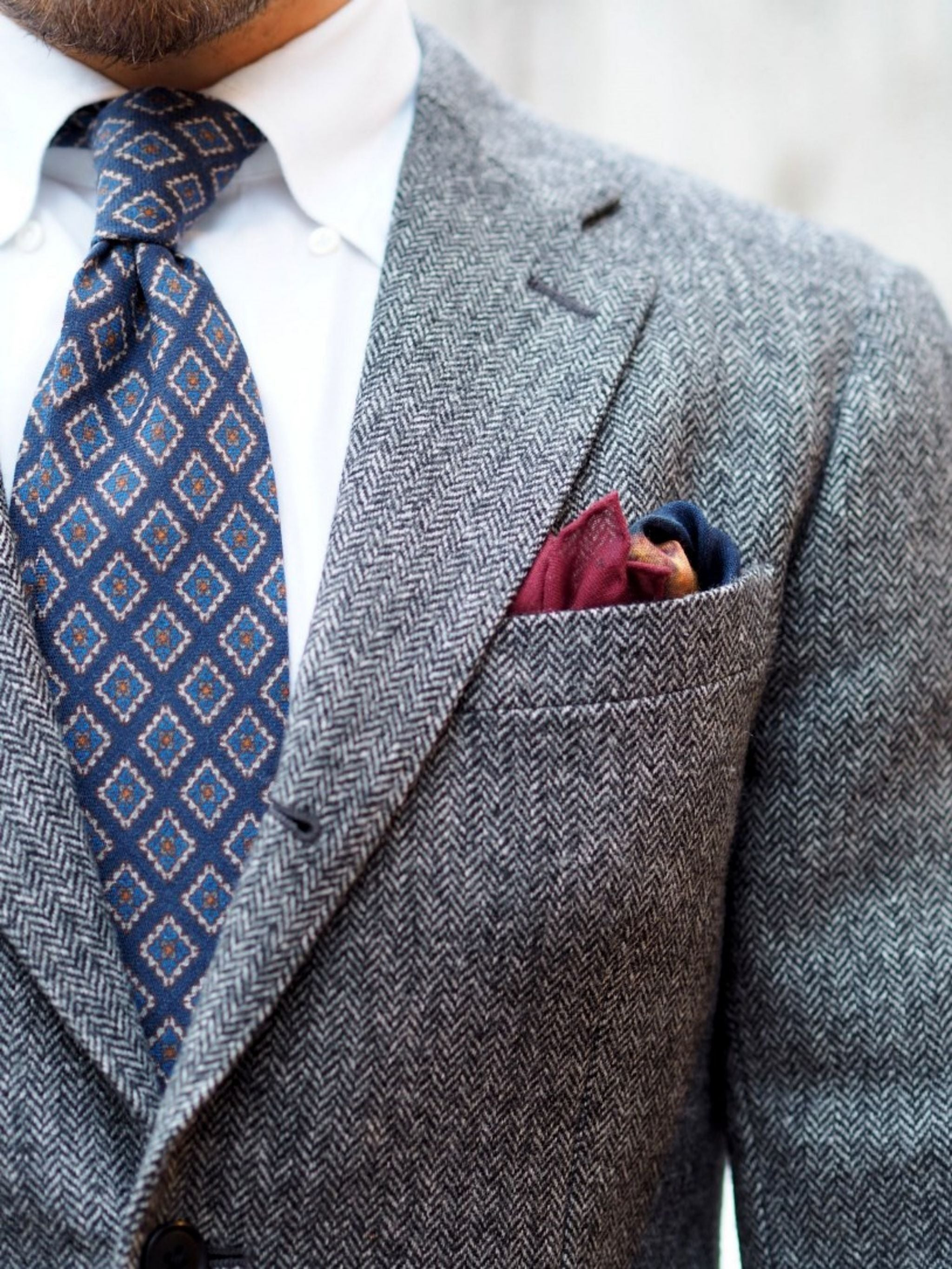 Autumnal business casual outfits - the blue wool tie with symposium pocket square