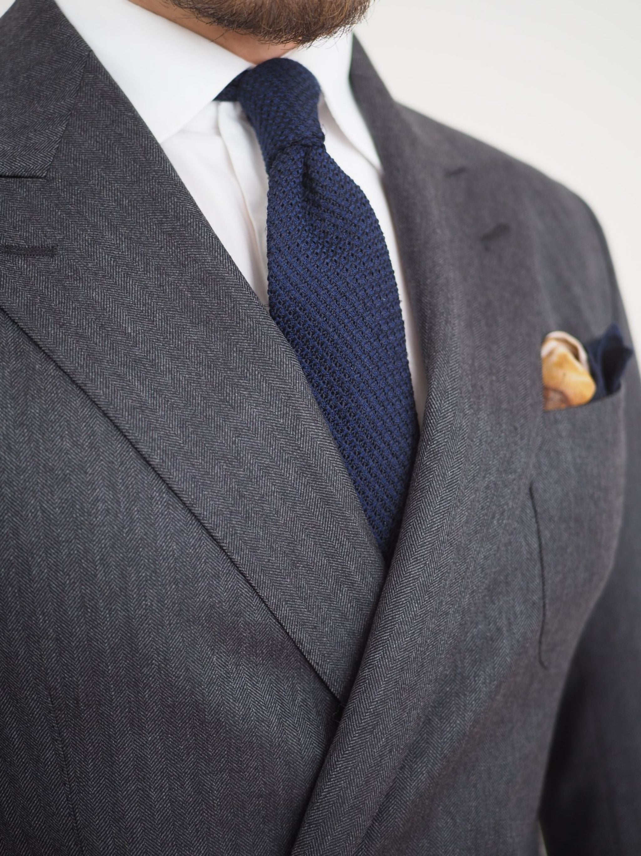 Gray double-breasted suit with blue silk-wool grenadine tie - details and textures.