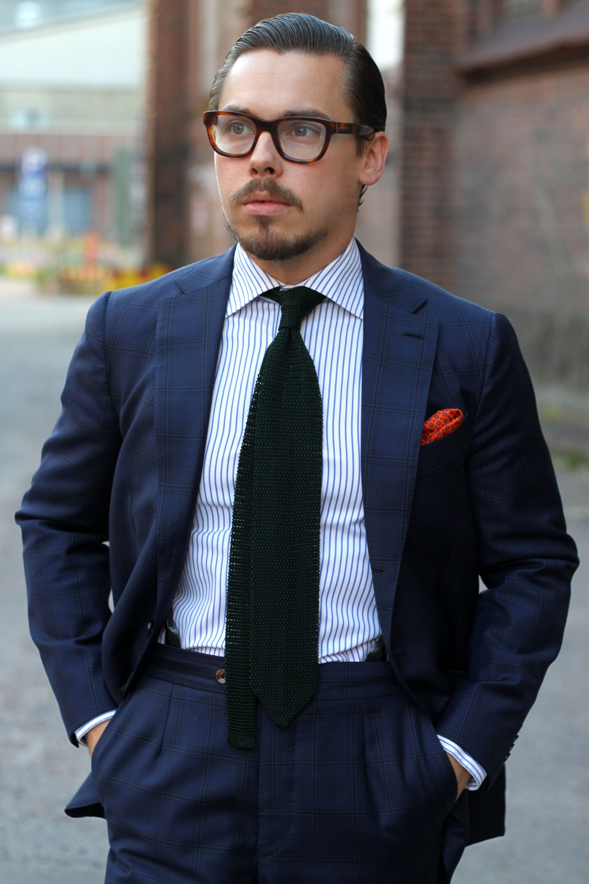 Dark blue mtm-suit with striped shirt and bottle green tie