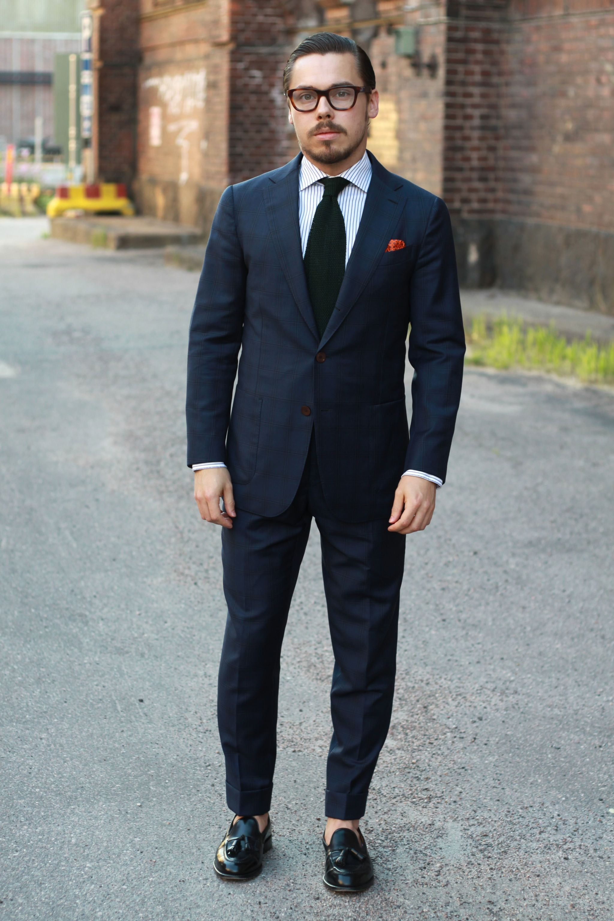 Dark blue suit with bottle green knitted tie