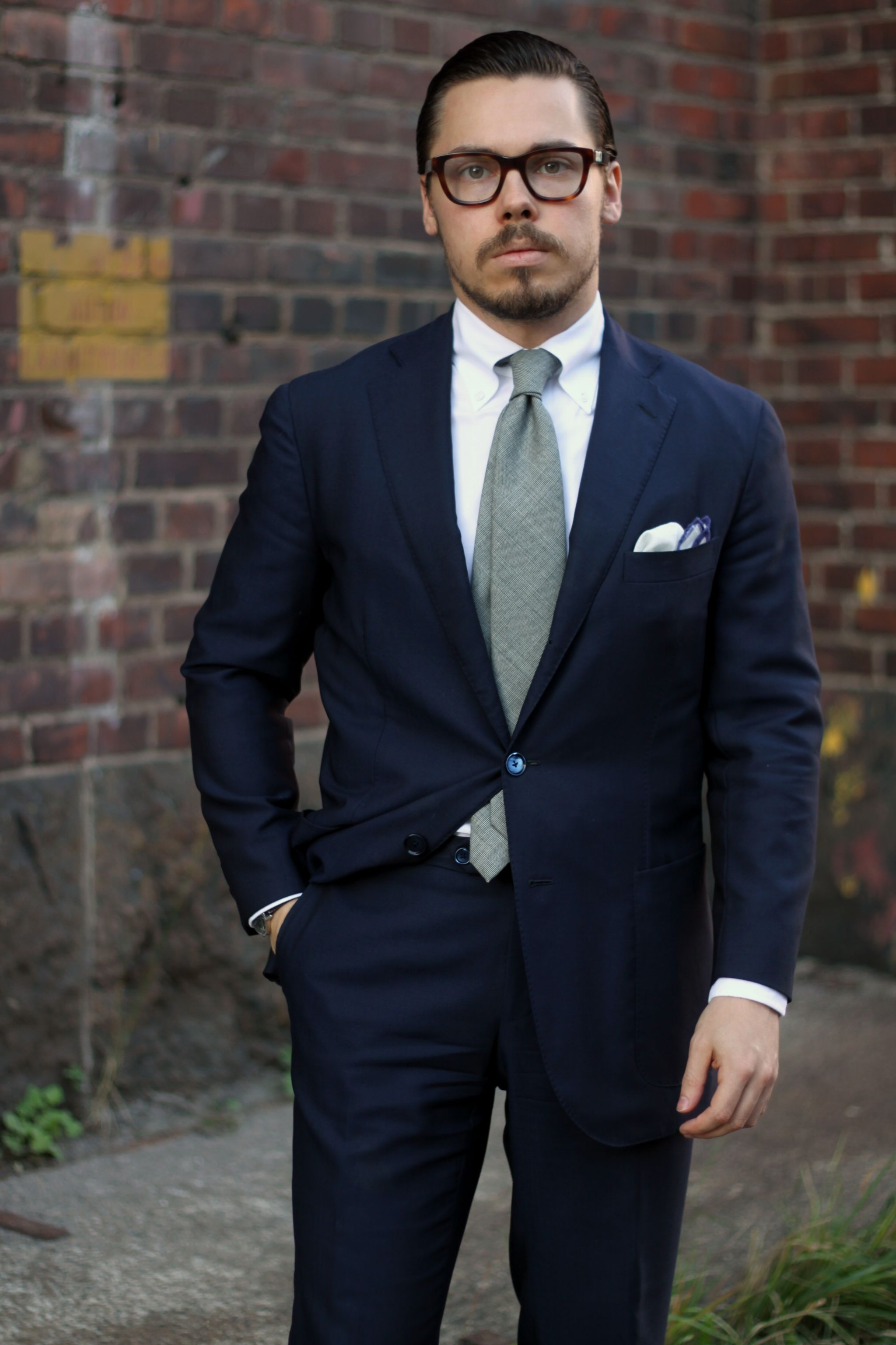 How to buy a business suit - Dark blue wool suit with gray tie