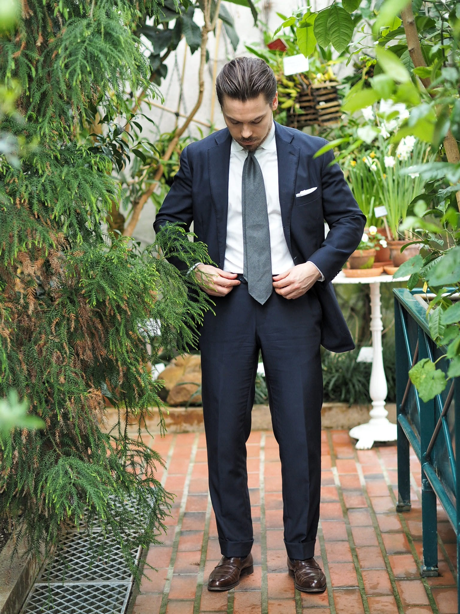 Dark navy blue suit with gray tie for summer parties