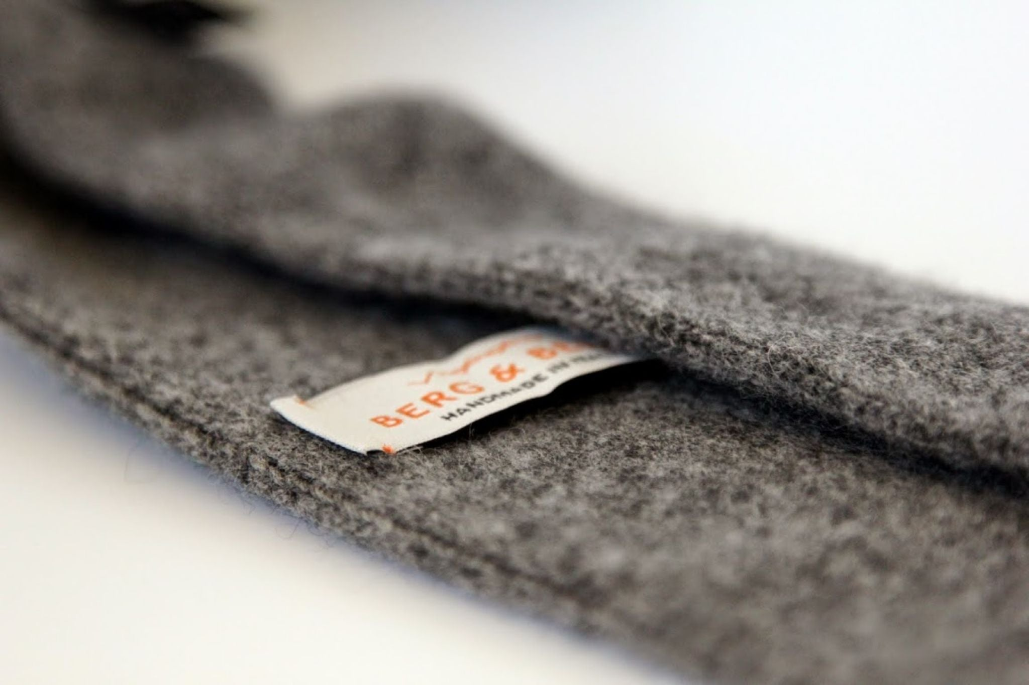 Gray cashmere knitted tie details - Berg&Berg