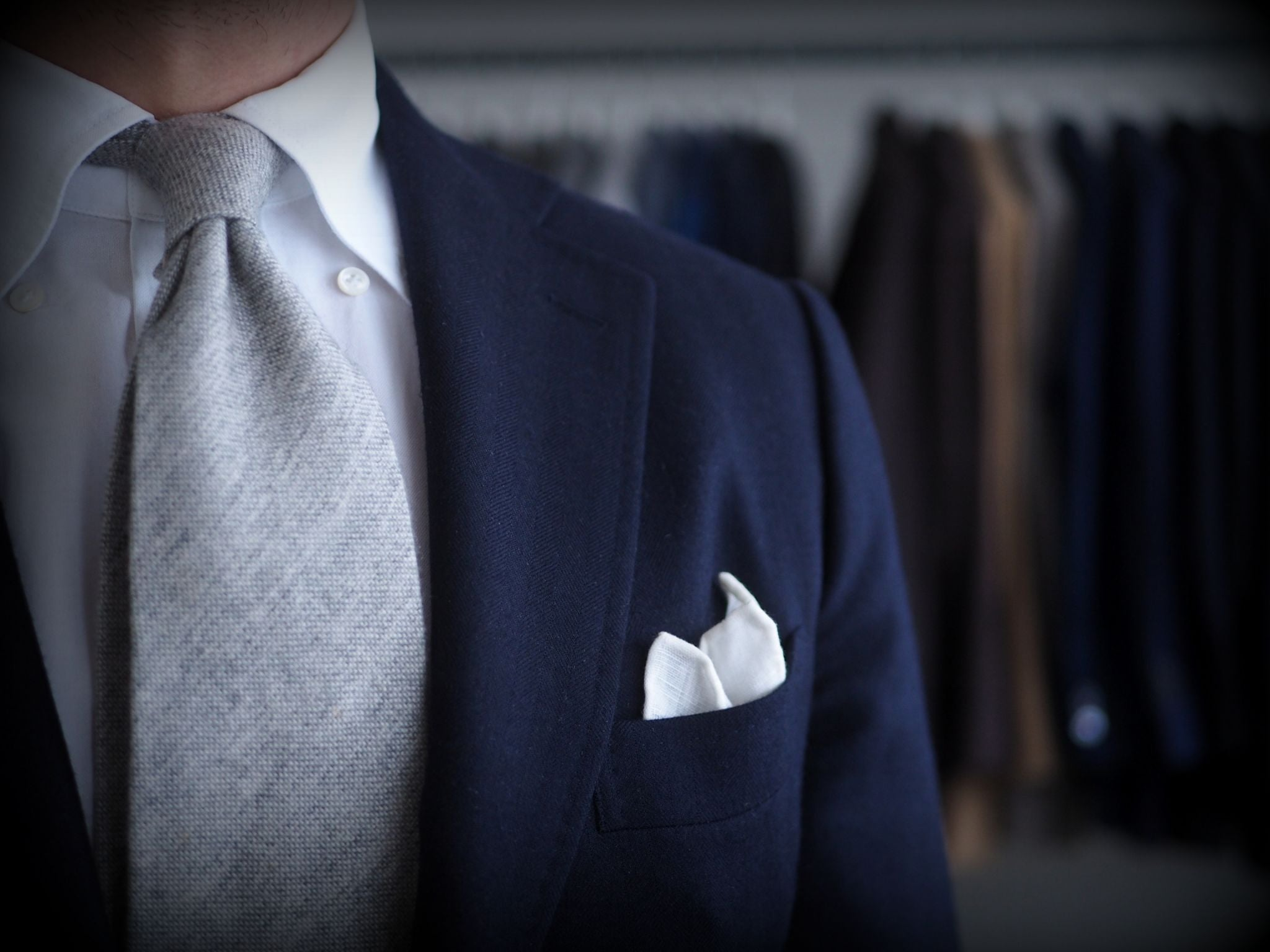Classic combinations for men - navy blue suit with gray cashmere tie details