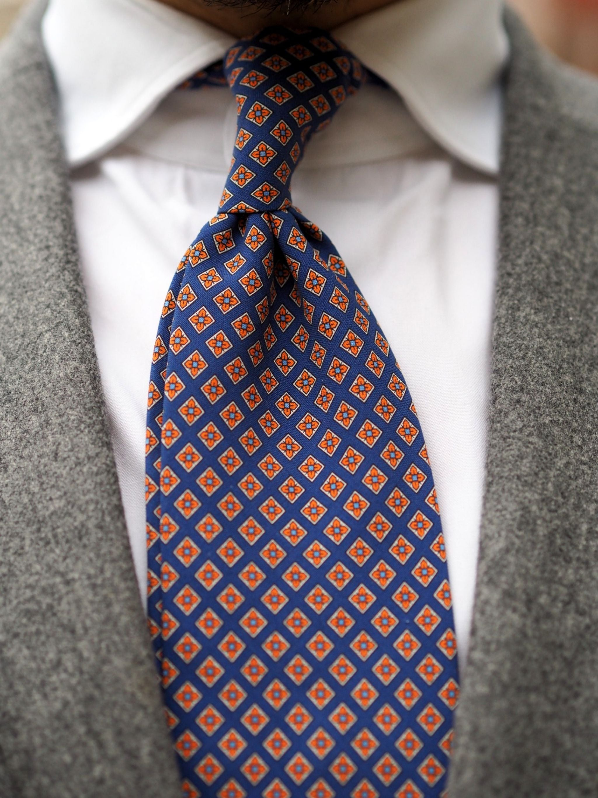 Autumnal business casual outfits - tie details