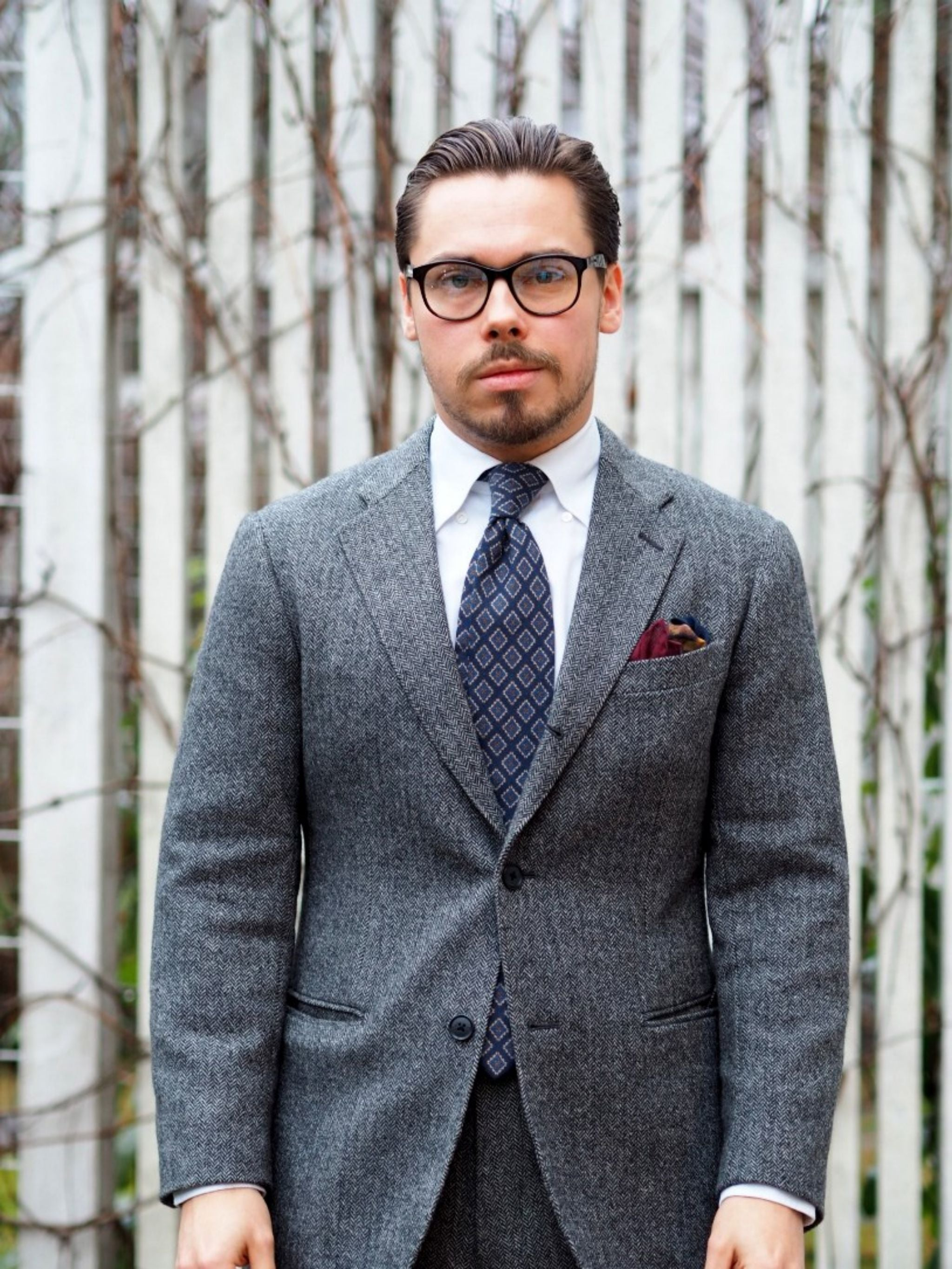 Autumnal business casual outfits - the gray herringbone suit