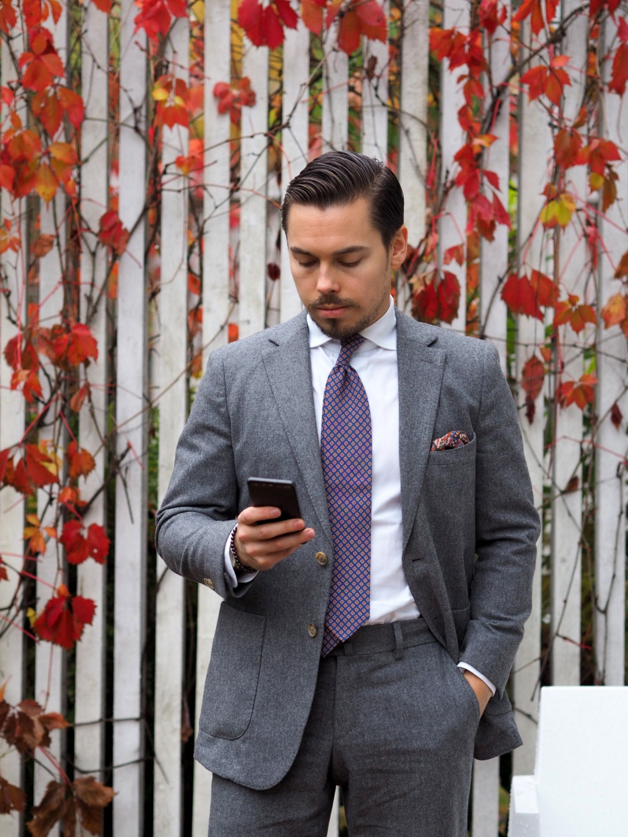 Autumnal business casual outfits - the gray flannel suit