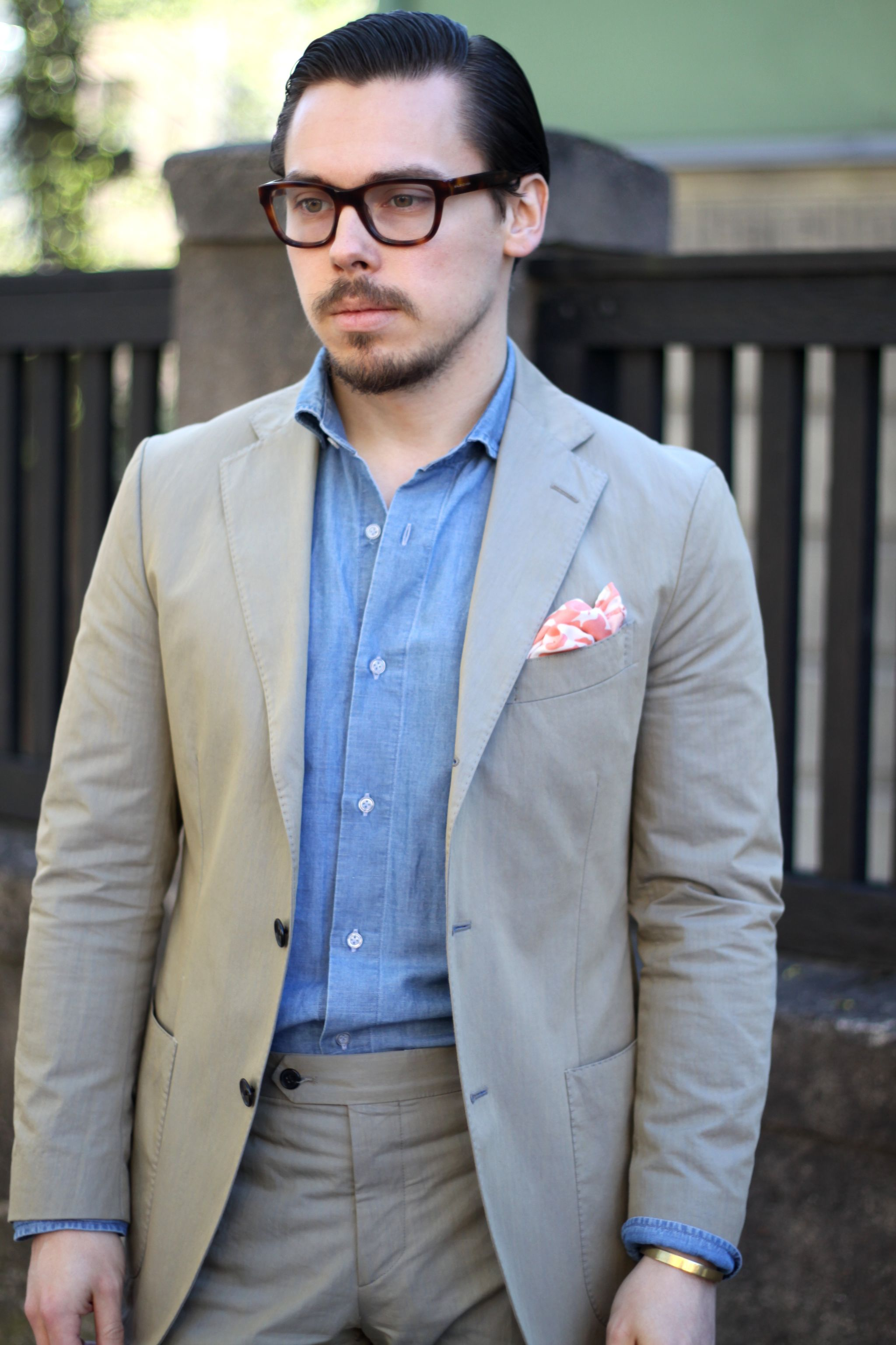Casual suit without tie - green cotton suit and denim shirt is a perfect combination for summer