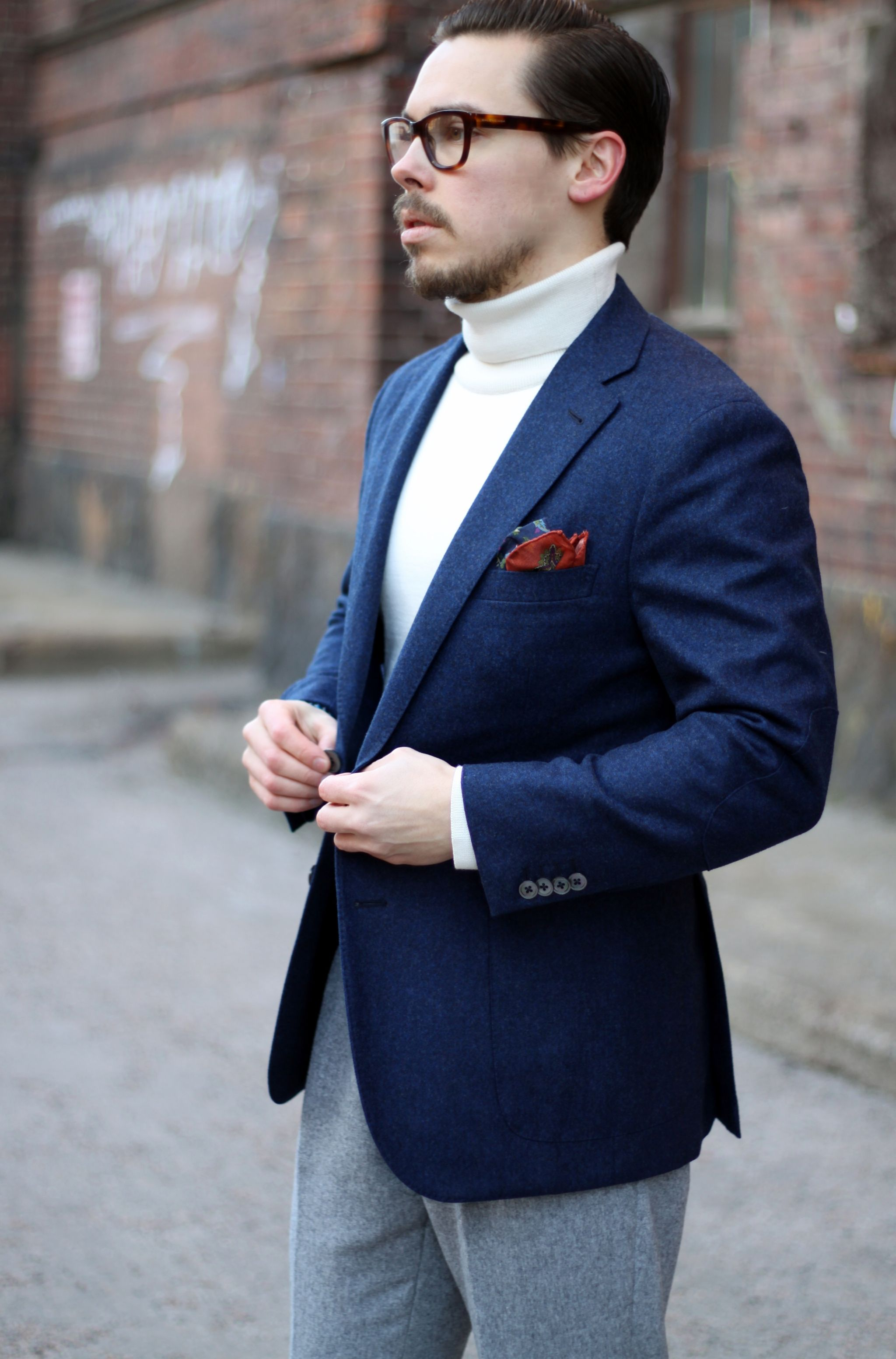 How to wear navy blue blazer for casual occasion